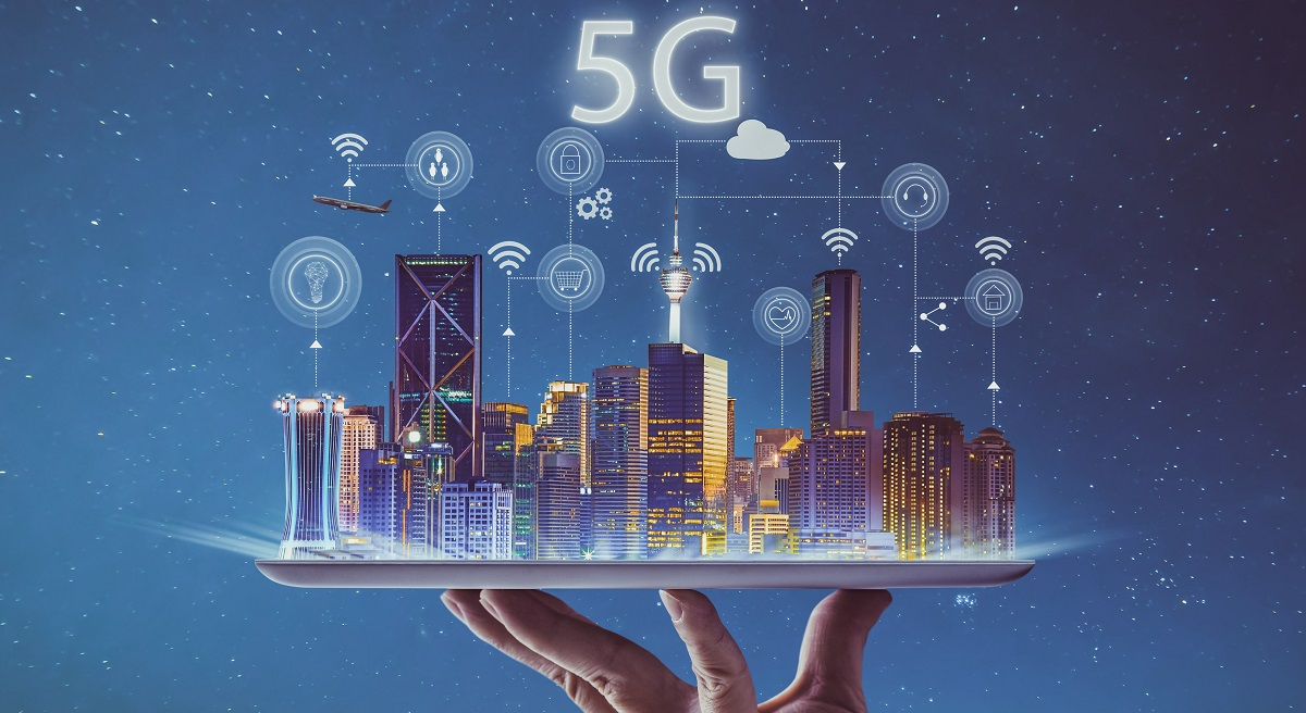 5G network signals in cityscape - TeleDynamics blog