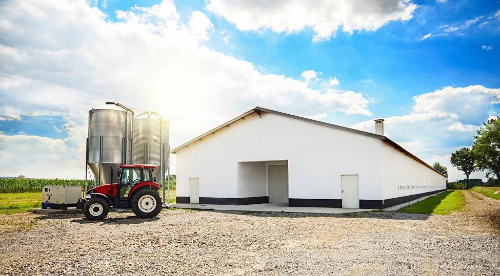 barn-building-and-modern-machinery